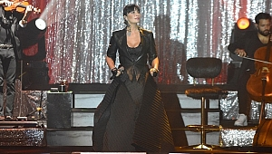 Sıla 2019'un son konserini Ankara'da yaptı